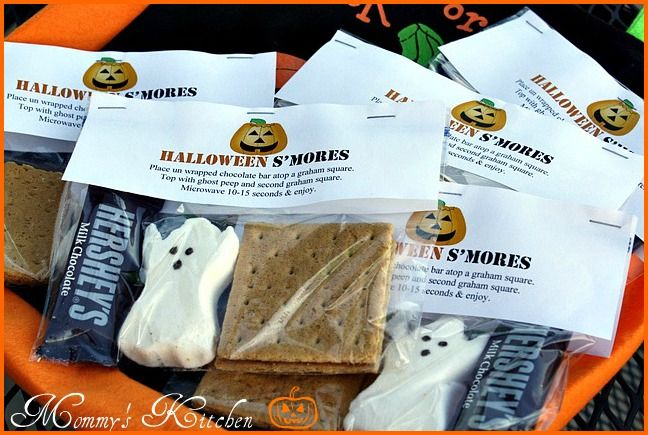 What a great way to give a special trick or treat to neighbours kids or a great idea for a party (classroom or home??): Halloween Idea, Ghost Peep, Smores, Halloween Smore, S Mores, Halloween S More