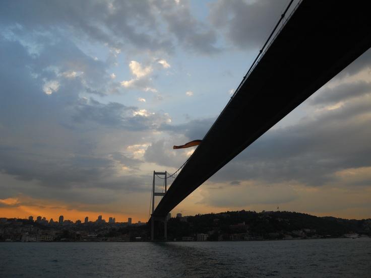 Boğaz köprüsü akşam vakti.