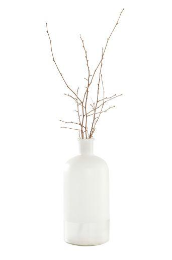 KVIDINGE vase  Innred med lettplassert dekor som tilfører både sjarme og stil i hjemmet ditt.  Materiale:  Glass.  Størrelse:  Høyde 38 cm, ø 16 cm.  Beskrivelse:  Håndblåst vase med malt utside.  Vedlikeholdsråd:  Rengjøres skånsomt. Ikke bruk oppvaskbørste.  Tips & råd:  Benytt vasen med lekre snittblomster i eller i sin enkelhet som vakker dekor.
