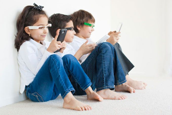 EyeForcer: Smart Wearable Monitors Your Kids' Posture