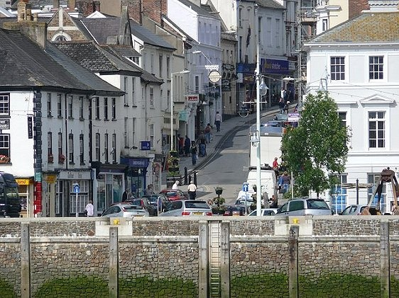 Bideford is a small seaport in Devon, England. It is located at the mouth of the River Torridge, and has a population of 15,000 people (2012 estimate).