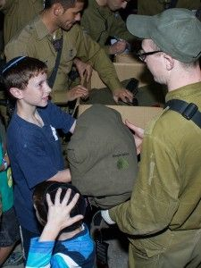 VIDEO: IDF Soldiers Moved by Outpouring of Love!