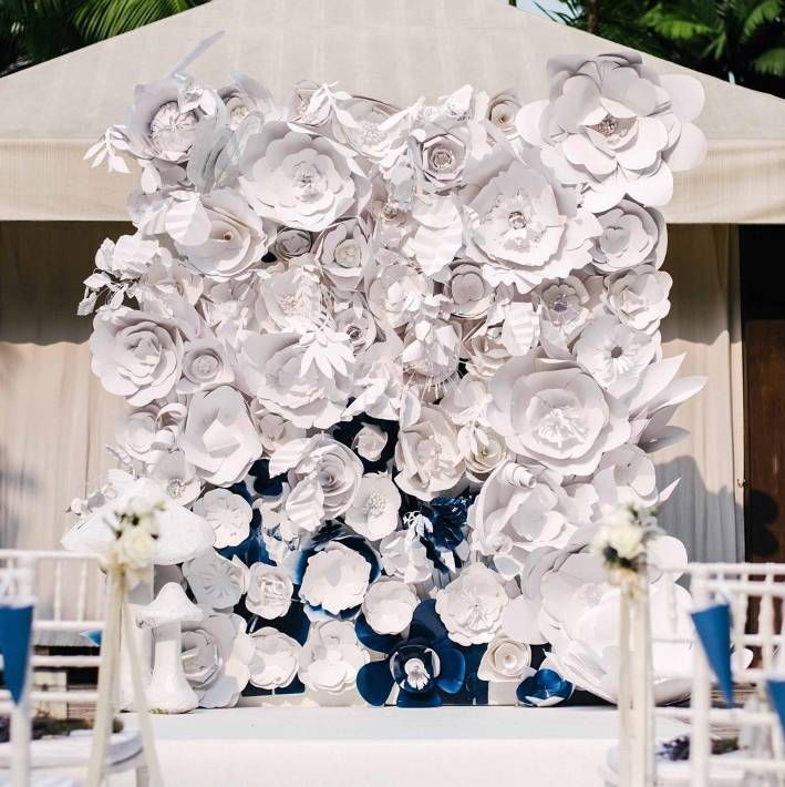 Because your wedding is the grandest day of all. This picture perfect botanical backdrop at Grand Hyatt Singapore was hand-crafted from over 99 paper florals.