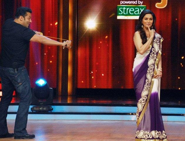 "Madhuri asks Salman again – 'Hum Aapke Hain Koun..!'  Fri, 17 Aug 2012 | Published in Bollywood, Saree  Salman Khan and Madhuri Dixit recreated the magic of their hit film ""Hum Aapke Hain Koun…!"" on the sets of ""Jhalak Dikhhla Jaa 5″ recently. They even enacted the famous scene from the song ""Didi tera dewar"". http://blog.goodbells.com/madhuri-asks-salman-again-hum-aapke-hain-koun/"