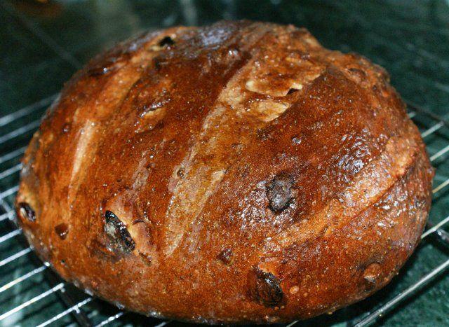 Солодовый финский хлеб Pääsiäislimppu . Душистый десертный хлеб с клюквой, дроблеными орехамии апельсиновой цедрой. Вкус сбалансированный ,слегка сладкий. Отличныйхлеб . Хлеб можно выпекать на воде,молоке или кефире,от этого будет зависеть вкус готового…