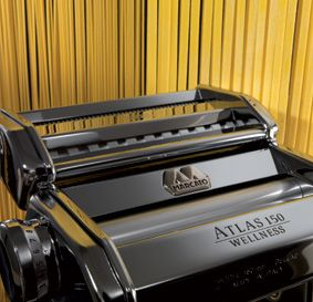 Aito ja alkuperäinen italialainen Marcato Atlas-pastakone tuorepastan, karjalanpiirakoiden tai näkkileivän valmistukseen!