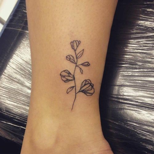 Ankle tattoo of a sweet pea. Tattoo artist: Alex Hearn