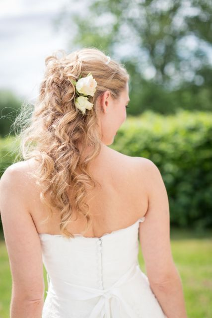 Romantic wedding hairstyle #wedding #hairstyle #flowers