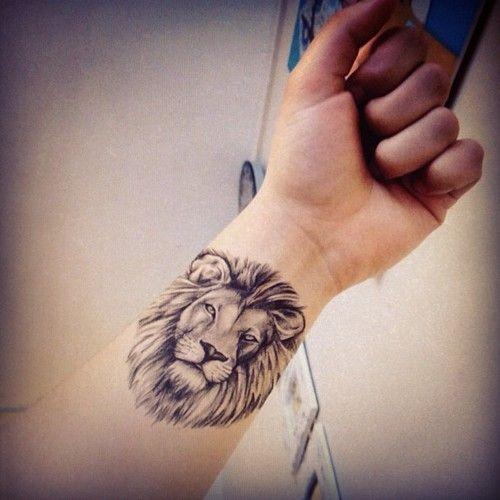 Zu den beliebtesten Tags für dieses Bild zählen: tattoo und lion