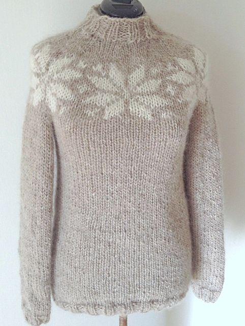 New Design from frustrik. Handknitted in pure Icelandic wool with a pattern from the Faroe Islands. NYT DESIGN! Lang sweater - håndstrikket i ren islandsk uld - alafoss lopi
