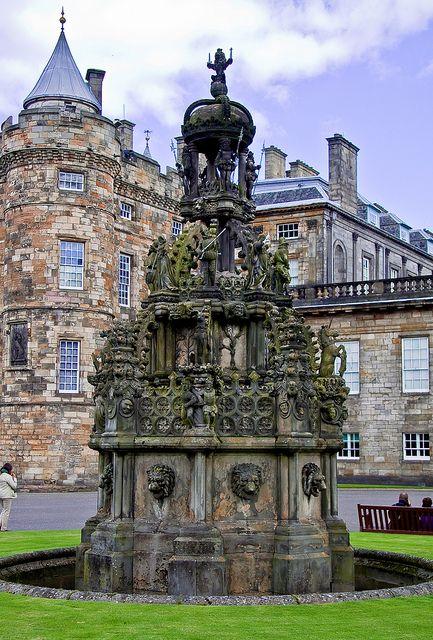 Fountain @ Holyrood Palace,Edinburgh Scotland