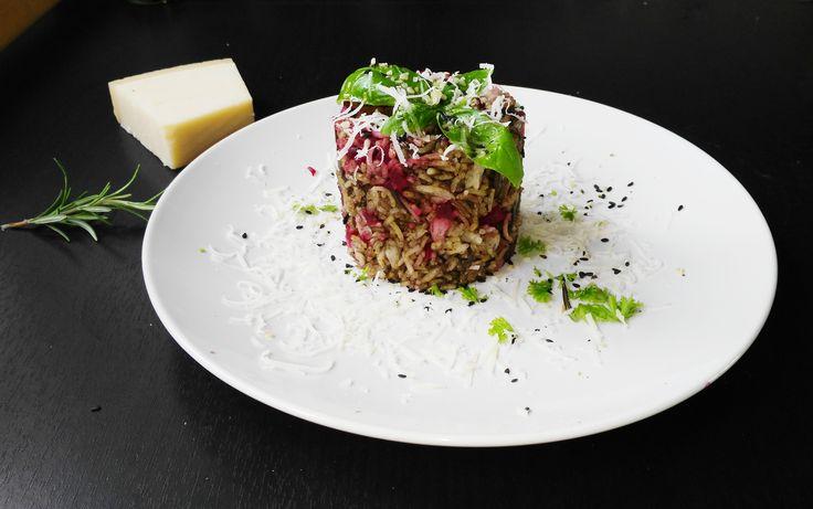 Rýžový dortík s červenou řepou na houbách | Jitka Vostrovská
