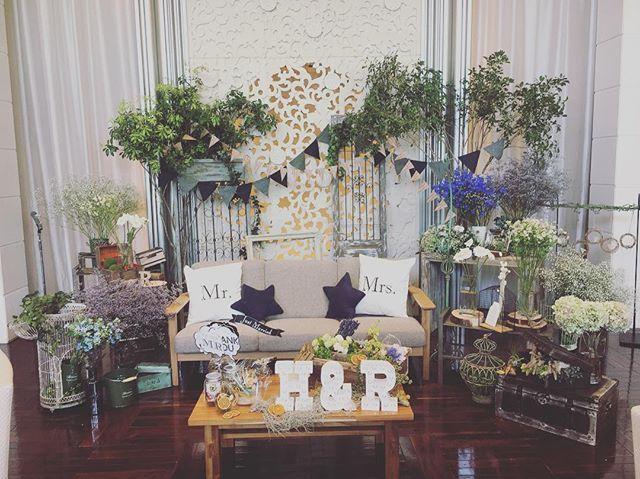 . まだ余韻にひたってます♡ . メインテーブルはこだわってソファとローテーブルを我が家から持ち込みました! . みんなたくさん写真撮ってくれたみたいで本当にこだわって良かったです(^^) . . #プレ花嫁卒業 #卒花嫁 #卒花レポ #結婚式 #結婚式レポ #花嫁diy #メインテーブル #装花 #高砂 #高砂ソファ #ソファメイン #ソファ高砂 #高砂装飾 #高砂装花 #高砂ソファー #ソファー高砂 #結婚式準備 #プレ花嫁 #当日レポ #マーキーライト #クッションサイン#チェアサイン #ウェディングクッション