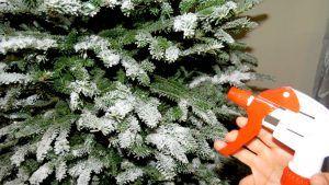 Aquí te explico paso a paso como aplicar nieve artificial a tu árbol natural .