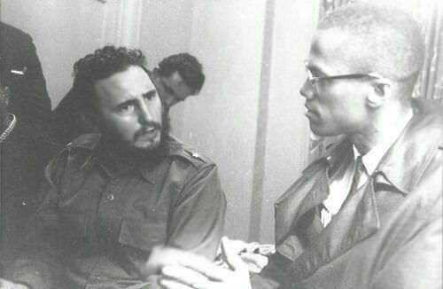 Fidel Castro et Malcolm X  discutant de politique et de leurs vies familiales, 1960