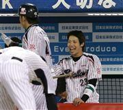 SMBC日本シリーズ第3戦(ヤクルト8-4ソフトバンク、ソフトバンク2勝1敗、27日、神宮)ヤクルト・山田哲人内野手(23)が日本シリーズ史上初となる3打席連続の1試合3本塁打を放ってソフトバンクに一矢を報いた。2試合にまたがっての記録では、3打席連続本塁打は1970年の長嶋(巨人)、3打数連続となると2003年の金本(阪神)がマークしている。