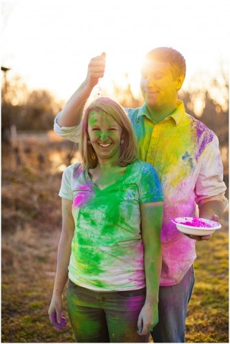 Powder paint fight engagement photos and video. Paint fight engagement session. Such amazing bright colors and cute, playful couple. Lauren D. Rogers | www.laurendrogers.com