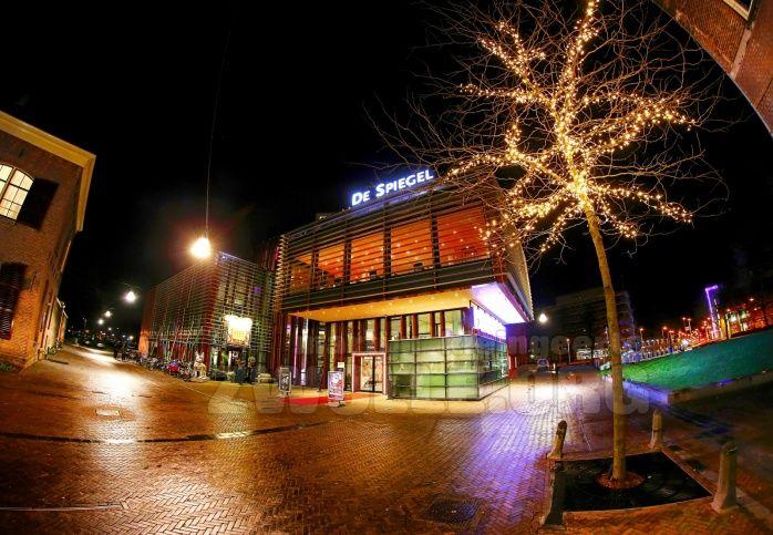 Theater De Spiegel Zwolle by night