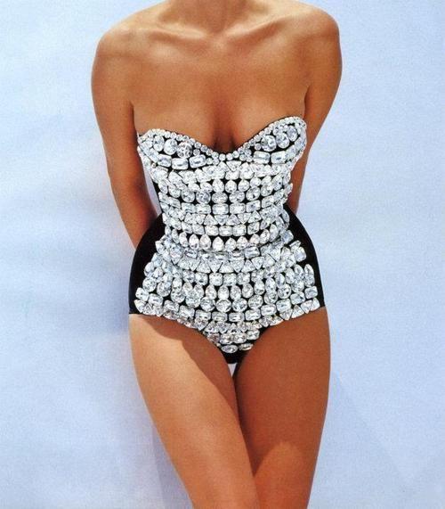 beautiful swimsuit ever / with diamonds :'D i wan it!!!