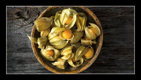 Fructul copt este foarte plăcut gustului, asemănător roșiei, un pic acid și fructat. Pulpa este zemoasă, de consistența și textura roșiei, conținând numeroase semințe minuscule. Crud, se consumă ca atare, în salate de crudități, asemeni roșiilor, ca garnitură…
