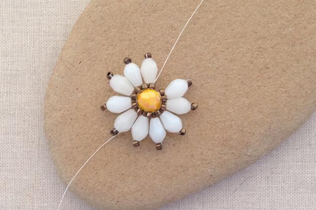 Brick Stitch Daisy Flower: Deciding When to Add One More Bead