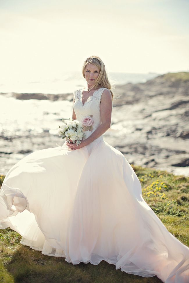 Naomi Neoh dress Photography: Marianne Taylor Photography - mariannetaylorphotography.co.uk  Read More: http://www.stylemepretty.com/little-black-book-blog/2013/08/30/cornish-cliff-top-wedding-from-marianne-taylor-photography/
