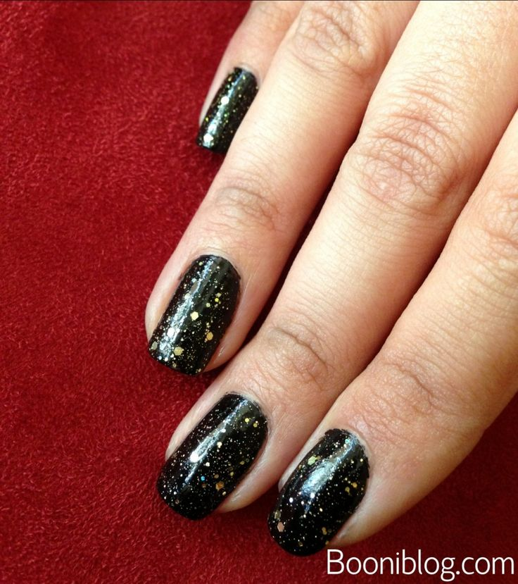 amazing AW13 / FW13 Nail Trend: Black with Gold Glitter