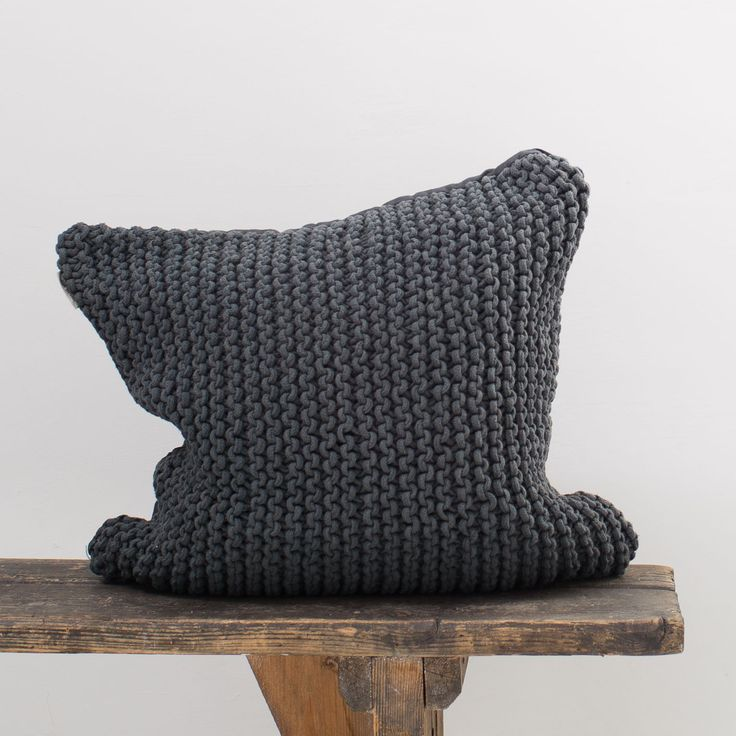 Pillow_dark grey_Tellmemore