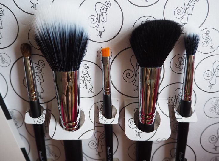 Flawless 5 brush set by Irish business, Powder n Pout - these are your 5 essential make up brushes!