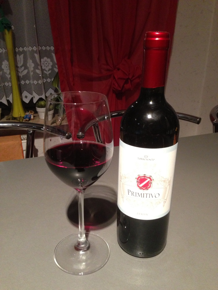 """Italienischer Rotwein """"Primitivo"""" aus dem Jahr 2010. Passt ausgezeichnet zu Fleischgerichten."""