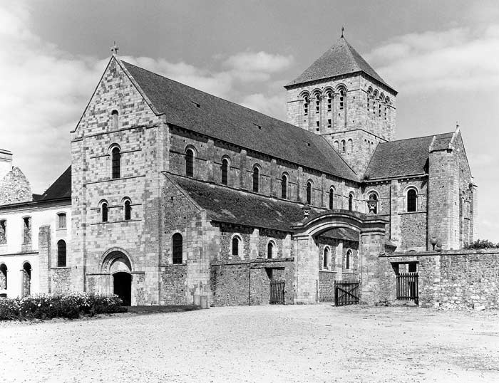 abbey of lessay Description: founded about 1066 by robert de haye, who in 1105 bestowed the  church of st mary of boxgrove upon the benedictine abbey of lessay.