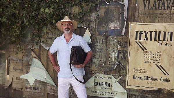 Ukázka z knihy Romana Kozáka - PŘÍBĚHY SCHOVANÉ V ŽULE / Na Šumavu mě vynesla zatáčka, do Volar bludná výhybka. Poznával jsem zdejší končiny po svých, věrnou družkou mi byla pomstychtivá Ukrajina, socialistický velociped nikoliv nepodobný rozpadajícímu se mučidlu... více viz web