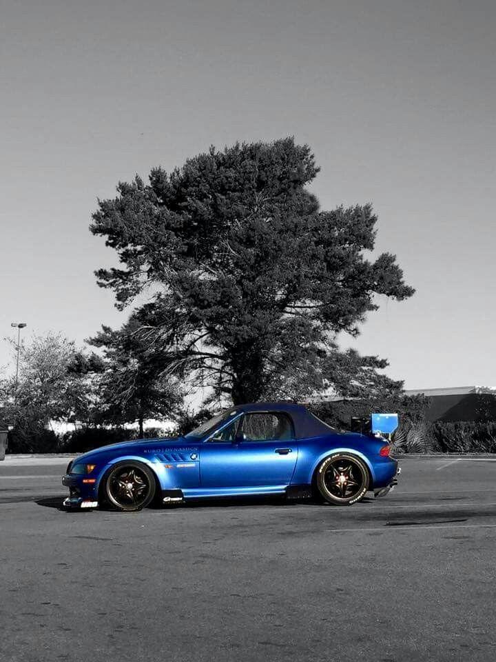 BMW Z3 blue http://www.moderndecor8.com/