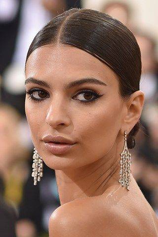 Emily Ratajkowski #MetBall hair and make-up