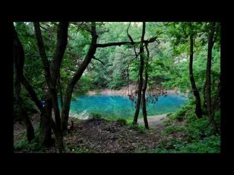Singurul lac din lume care îşi schimbă culoarea se află în România