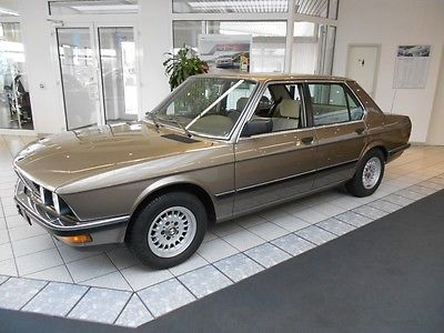 BMW 520 i E28 Youngtimer als Limousine in Parchim