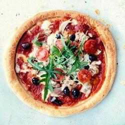 Tarta z tuńczykiem, pomidorkami i oliwkami | Kwestia Smaku