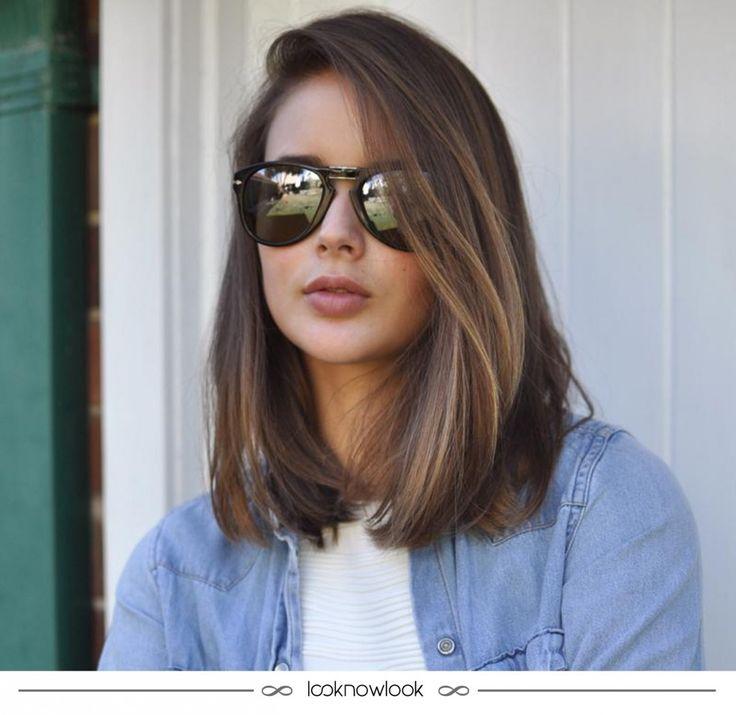 Pensando em mudar o corte do cabelo e dar um up nos fios? Essa inspiração de corte médio, ou long bob, ...