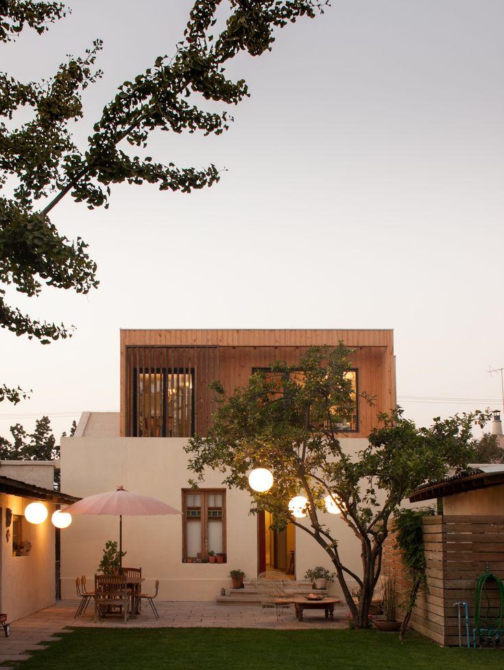 Construído pelo Fones Arquitectos na Santiago, Chile na data 2013. Imagens do Antonio Aros. A encomenda consistia na remodelação de uma residência térrea que tivesse odormitório principal como protagonista e ...