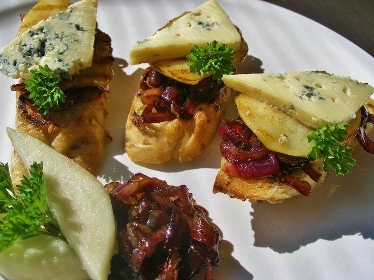 V kuchyni vždy otevřeno ...: Hrušky s karamelizovanou cibulí a nivou