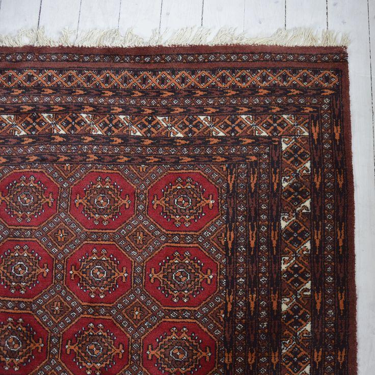 Härlig handknuten  Bochara matta