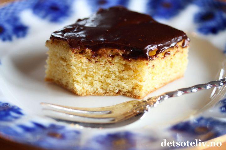 Hvit sjokoladekake med mørk sjokoladeglasur   Det søte liv