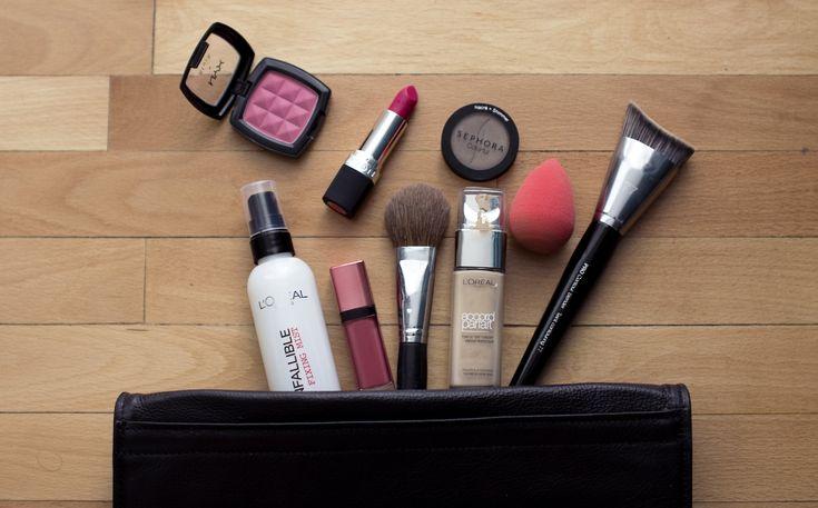 Updating your spring makeup bag on http://lauramusuroaea.com/the-spring-makeup-bag/