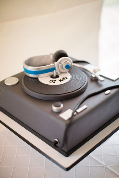 DJ groom's cake! | Abby Grace #wedding
