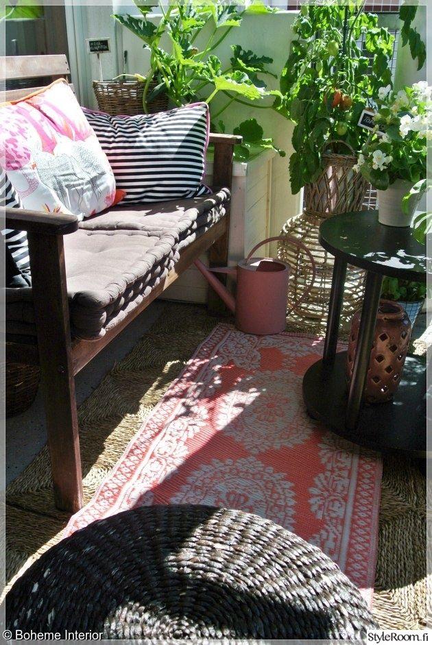 """""""Bohemeinterior"""":in parvekkeella pääosassa ovat kasvit ja mukava tunnelma. #styleroom #inspiroivakoti #parveke"""