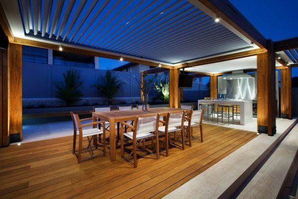 terrasse en bois ou composite, salon de jardin sur une terrasse en bois