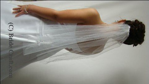 Directions to make a very simple bridal veil...using a cake pan to trace the cutting edge.  First Communion veil