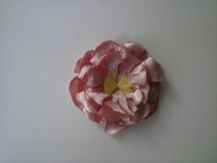 flor de varias capas en raso