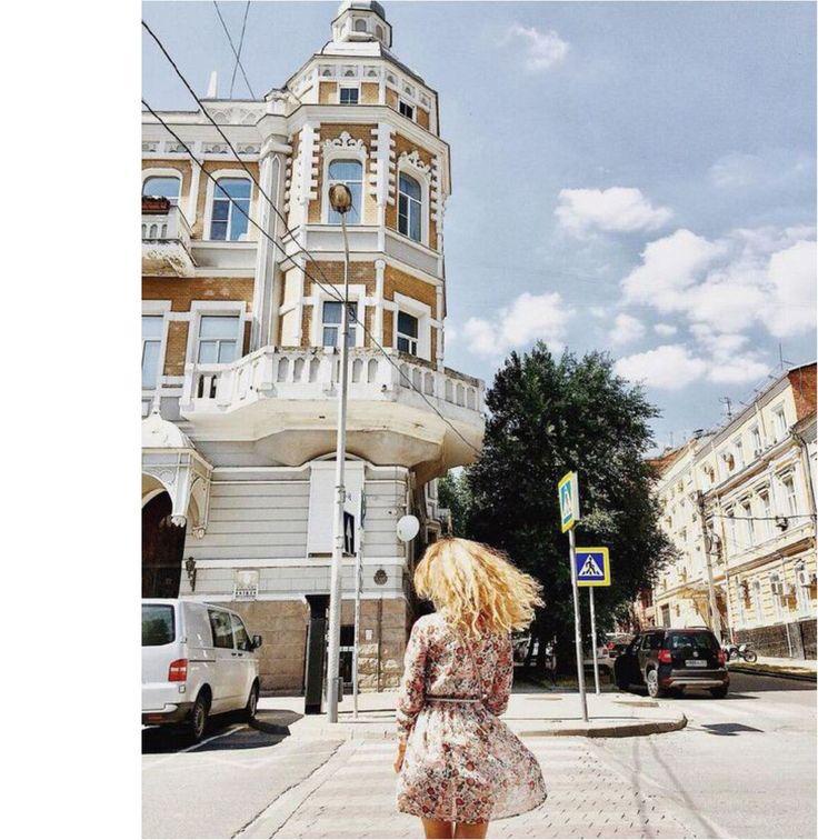 Вместе с @sea_see_you в платье от Olga Grinyuk вспоминаем жаркие прогулки по винтажным улочкам. Кому жаль уходящего лета - ставь лайк! ___________________________ Дизайнер - @olgagrinyuk Каталог - @olgagrinyuk_shop ___________________________ #платьядлясчастья #olgagrinyuk #ольгагринюк#российскиедизайнеры #красивыеплатья #платьявналичии #dress #мода #стиль #какбытькрасивой #look #shop #photo