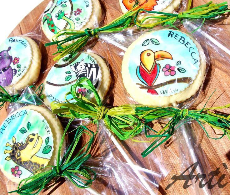 Biscotti al burro con decorazione dipinta a mano con colori alimentari su pasta di zucchero. #cookies #jungle #animals #sugar #handpainted #art #sweets #colorful #food